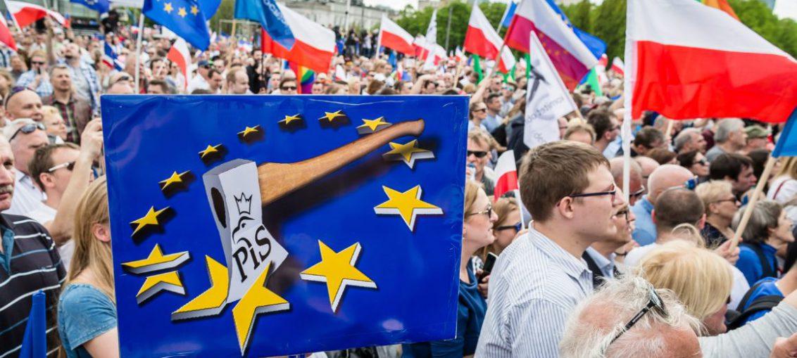 Polish MPs back tax